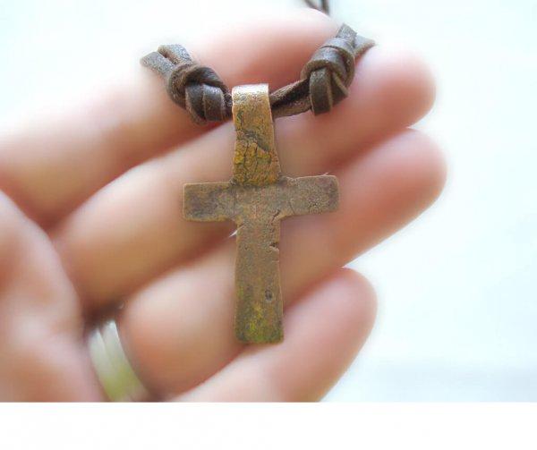 Носить чужой нательный крестик