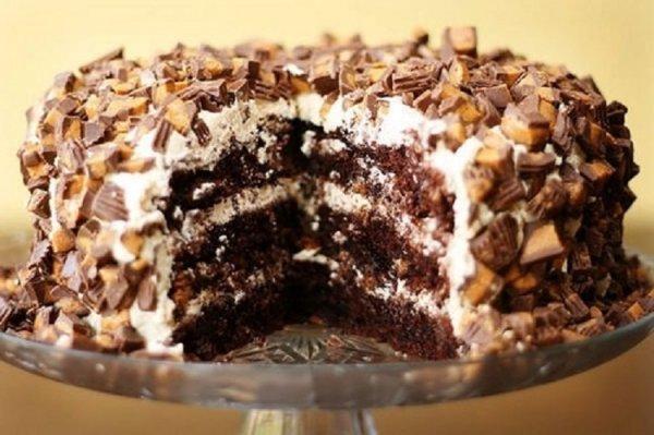 Торт сникерс сфото
